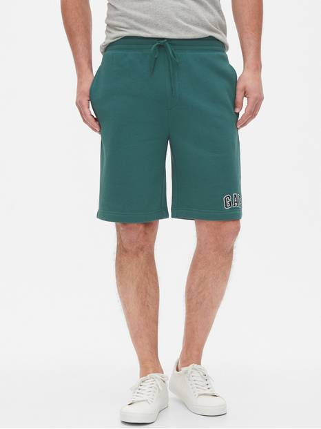 "9"" Gap Logo Shorts in Fleece"